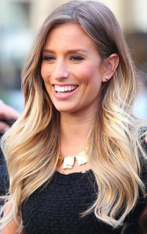 host from extra tv show news magazine about hollywood and current events renee bargh showing. Black Bedroom Furniture Sets. Home Design Ideas