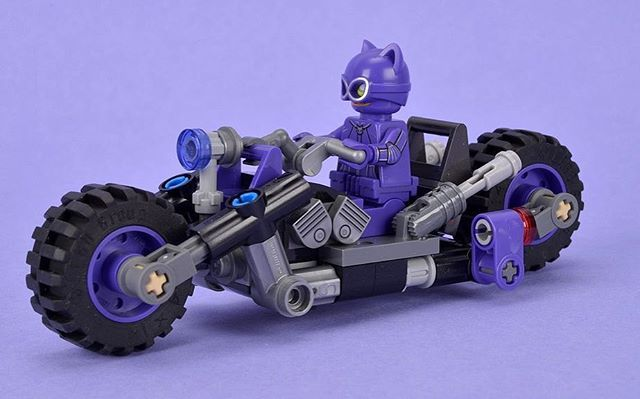 We've reviewed The LEGO Batman Movie set 70902 Catwoman Catcycle Chase, which has 139 pieces and 3 minifigures and is priced at £19.99/$19.99/€24.99. See the full set and review over on our website #LEGO #Brickset #Catwoman #TheLEGOBatmanMovie