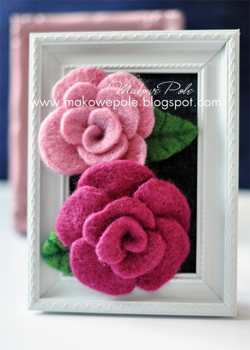 Needle felted rose brooches Makowe Pole www.makowepole.blogspot.com