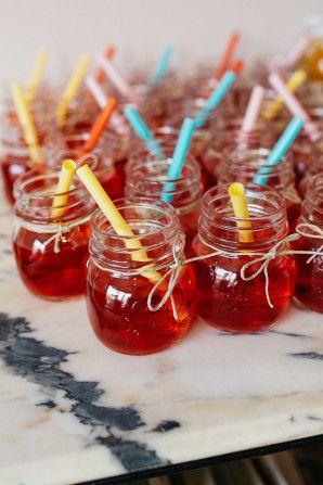 mason jars and colorful straws http://weddingwonderland.it/2015/12/matrimonio-rustico-fai-da-te.html