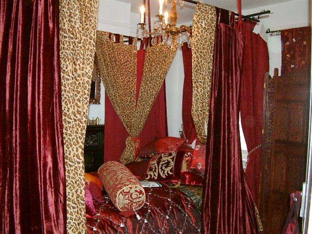 How To Use A Four Poster Bed Canopy To Good Effect: 17 Best Images About Showrooms On Pinterest