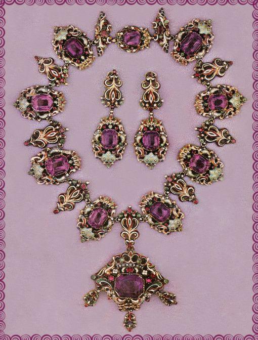 Parure in ametiste e smalti. Caratteristica opera della prima metà dell'800, epoca di Luigi Filippo, è importante non tanto per il pregio delle pietre quanto per l'effetto decorativo dell'insieme. I colori brillanti degli smalti e delle pietre, uniti alla leggerezza delle montature in oro, sono tipici dei gioielli italiani dell'800. Firenze, coll. Melli