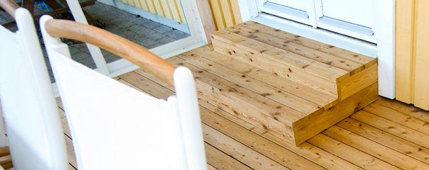 Med trall av trä kan du ge din balkong en helt ny, mysigare känsla. Beijer hjälper dig med produktval samt tips och rekommendationer för ett lyckat projekt.