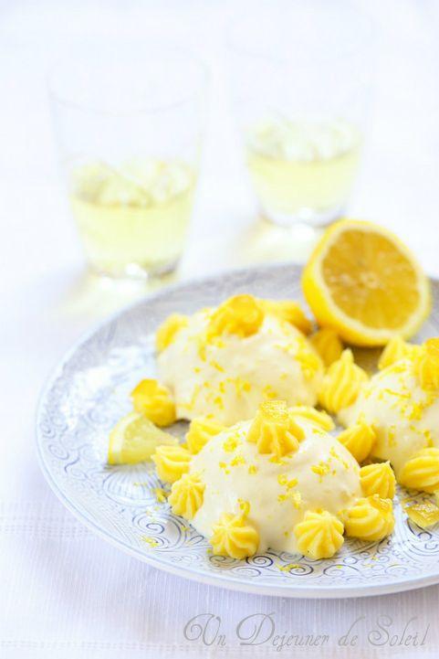 Delizie al limone (délices au citron : gâteaux à la crème de citron typiques de Sorrento et de Naples)