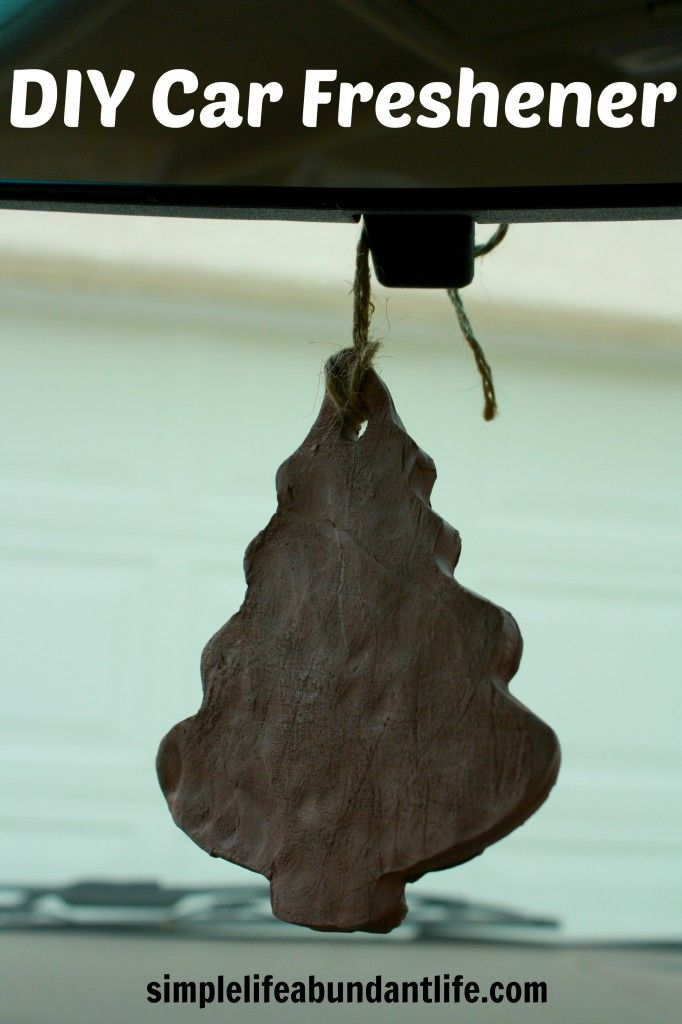 Make your own DIY car freshener (and essential oil diffuser).  This is great for reducing toxins and getting all of the therapeutic benefits of aromatherapy while in the car. #essentialoil #diy