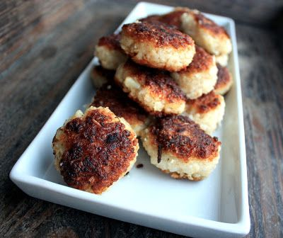 """VEGGIE CHRISTMAS PATTIES! - This is Nord Vegan's meat-free answer to the classical norwegian meatballs served at christmas, called """"medisterkaker"""". Small treats that taste perfectly christmas with a hint of nutmeg and ginger. Crispy on the outside and soft on the inside.   * 1 dl  =  3.3814 fl. oz."""