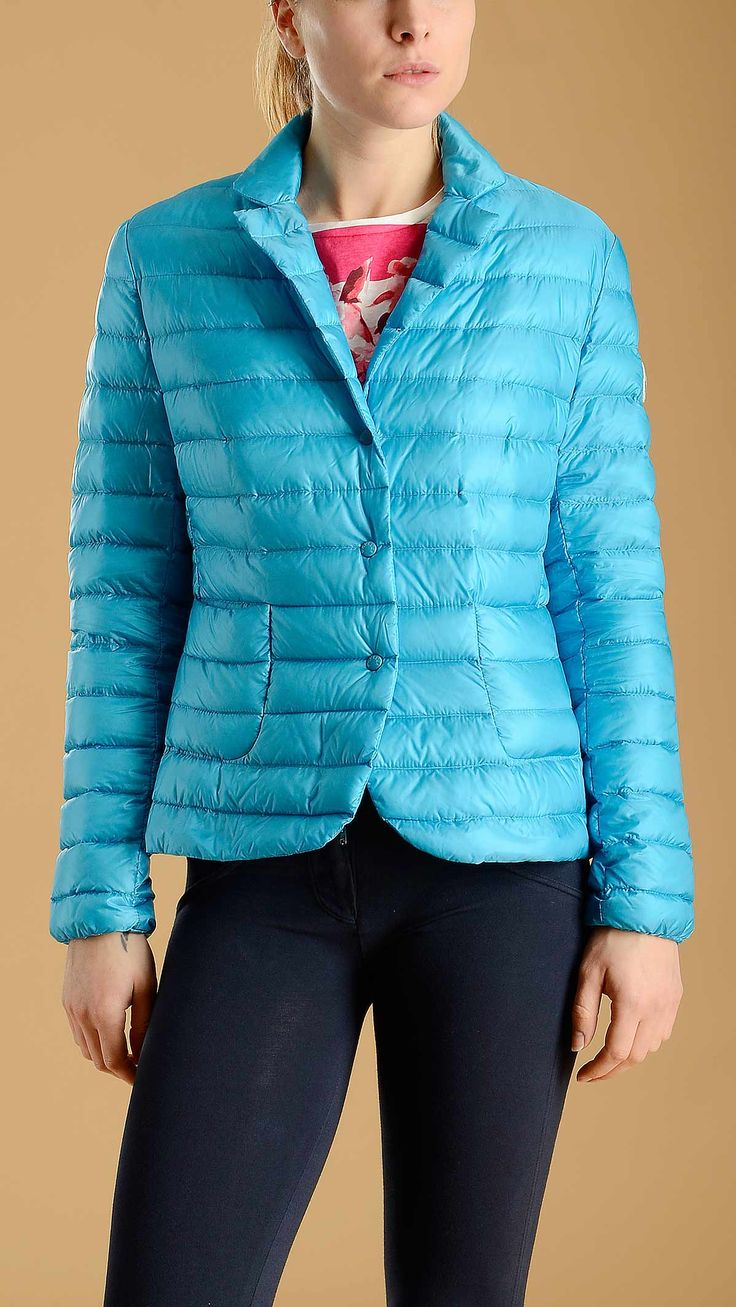 Waterproof down blazer Leila  in ultralight technical nylon and goose down filling featuring notch lapel, snap button fastening, two patch pockets, 100�0polyamide.