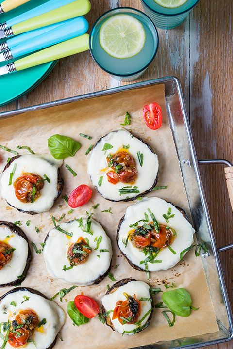 INGREDIENTS BY SAPUTO   This week, we're cooking outdoors! Savour this healthy vegetarian recipe for grilled eggplant pizzas with cherry tomatoes, basil, and Saputo Mozzafina di Latte cheese. They're the perfect low-carb meal idea for meatless Monday!