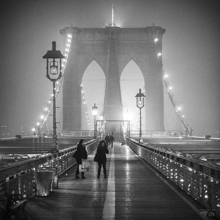 Cheap New York: apprécier nyc avec un petit budget (Detour Local) -> Pont de Brooklyn à visiter de jour et de nuit, le style de photos est complètement différent www.detourlocal.com/cheap-new-york/