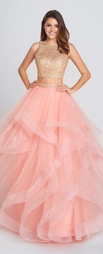 This two-piece metallic prom dress features a lace crop top with V-back, & a tulle full A-line skirt with lace trimmed high waist and cascading ruffles.