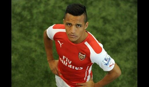 ALEXIS SANCHEZ IN ARSENAL FOOTBALL GROUP (HE'S AMAZING)