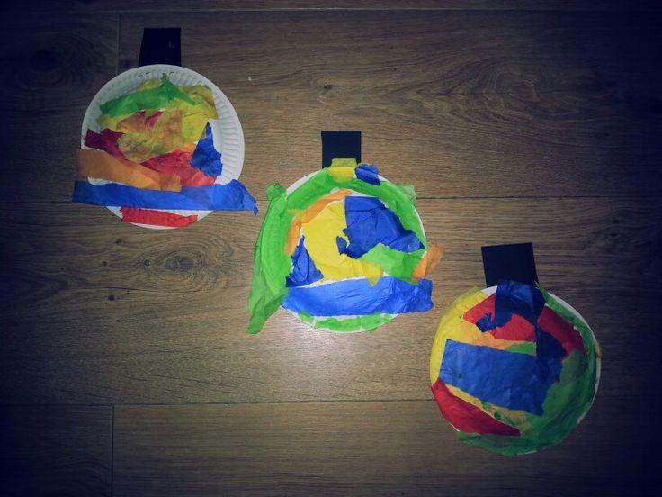 Kerst ; kerstballen van papieren bordje en vloeipapier