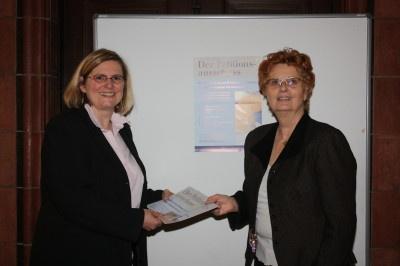 Bezirksbürgermeisterin Angelika Schöttler und Frau Monika Hannah Thamm (im Bild rechts) machen sich gemeinsam stark für Bürgerinnen und Bürger