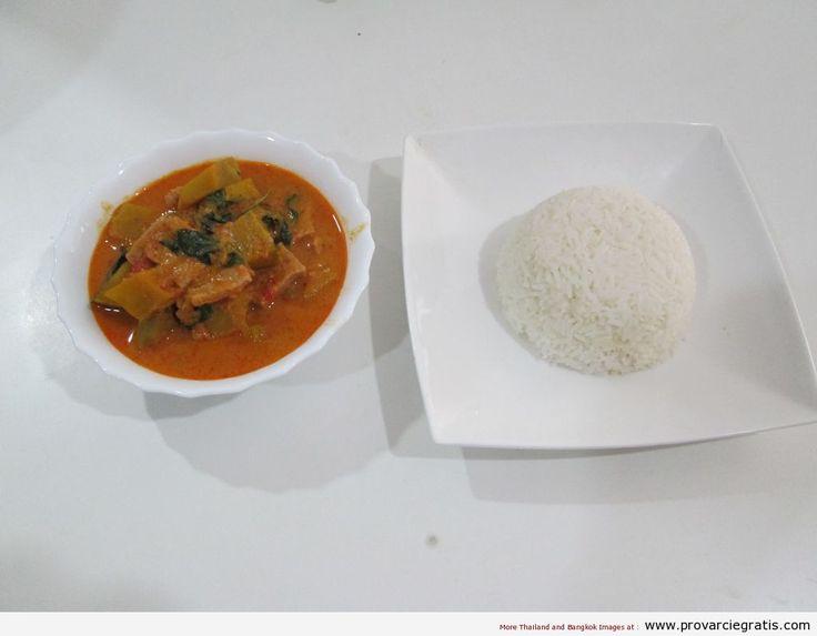 Ricetta kang fung tong moo o Red Curry di maiale e zucca - http://www.provarciegratis.com/cucina-thailandese/ricette-cucina-thai/red-curry-di-maiale-e-zucca/ - by  Pier Sottojox -  #kangfungtongmoo #piattithaiconmaiale #RedCurrydimaialeezucca