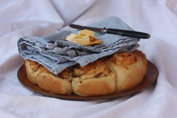 Luftige cheddarsnurrer med jalapeño og sprøstekt bacon