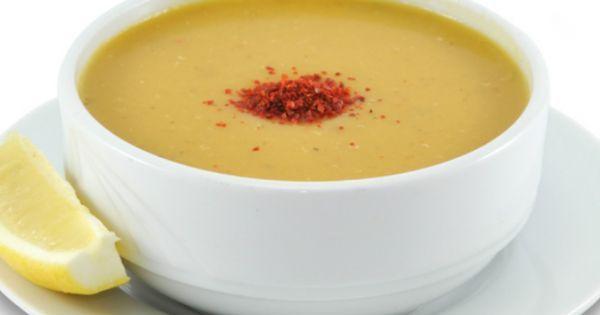 Lokanta usulü mercimek çorbası tarifiyle evden uzaklarda lezzetine doyamadığımız çorbayı ev konforunda afiyetle masamıza konuk ediyoruz.