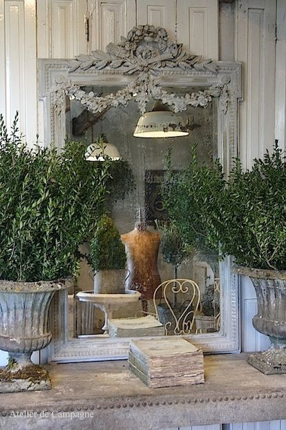 French Country Home. Love this French mirror and urn. #frenchcountry #mirrors ABSOLUTELY EXQUISITE!! #️⃣