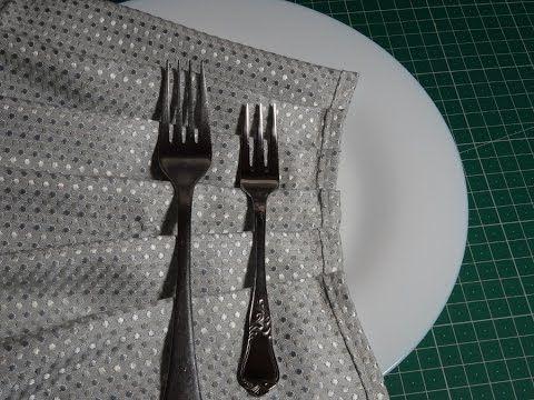 Cómo hacer pliegues en tela con un tenedor