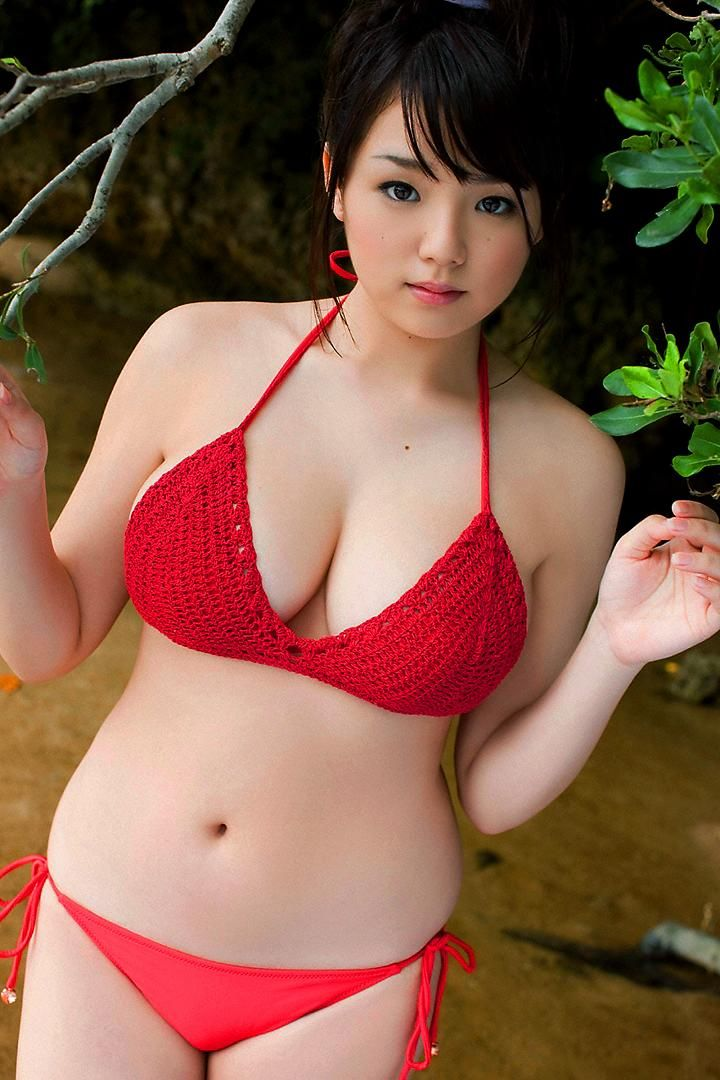 I can't imagine anything that could make Ai's sexy, plump-titted, beautiful-tummied body sexier, but red seems to do the trick!