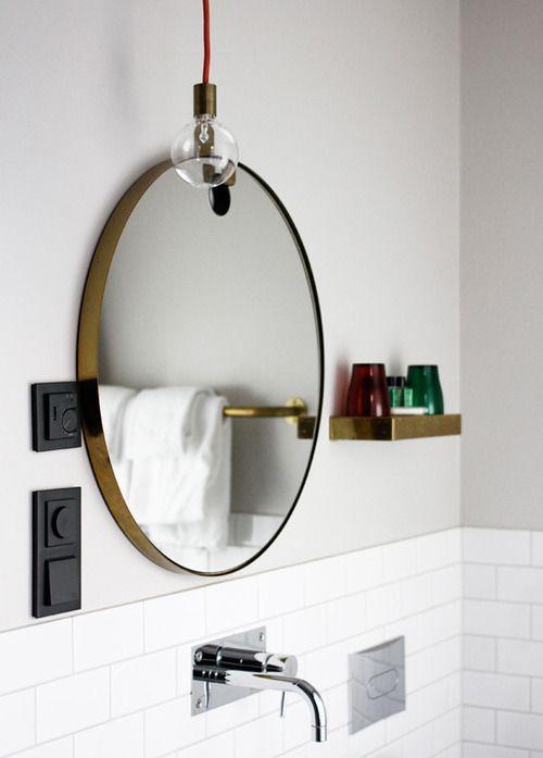 Bathroom – round mirror