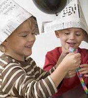 Aktiviteter og lege - sørøverfest - Dansukker  http://www.dansukker.dk/dk/inspiration/bornefodselsdag/soeroeverfest/aktiviteter-og-lege.aspx #hatte #leg #børn #sørøver #pirat #venner #sjov #fest #inspiration