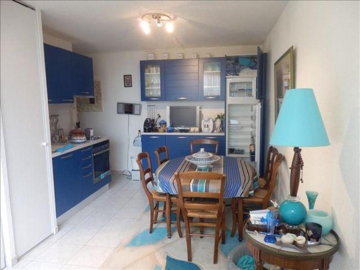 Narbonne Plage Appartement T2 entièrement rénové avec goût Séjour, Cuisine Equipée, 1 Chambre, Sde wc,Vendu Meublé,Parking privé,50m Plage, Vue Dégagée,Local à vélo, Copro : 413 Lots, CH : 600€/an. Hors DPE