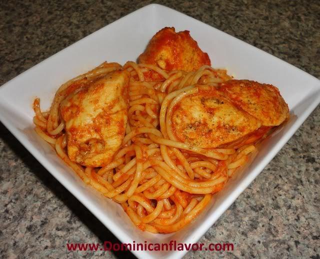 Quick dominican style spaghetti and chicken espaguetis con for Platos rapidos