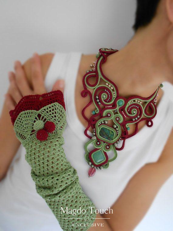 «Domaine»  Beau morceau de déclaration inspirée de la nature. Fait de tresses de soutache, turquoise, fluorite, perles en verre tchèque, perles facettes, perles de verre, perles Toho, perles Myuki, rubans de satin et feutre sur le dos. Gants de crochet sont en 100 % coton. Longueur de Neckkace est de 17cm de circonférence 28, 5cm. Les gants sont 35cm de long avec 20cm de circonférence. Une pièce absolument unique de bijoux artistique :) Végétaliens.  «Benedicte touche exclusive» est la…