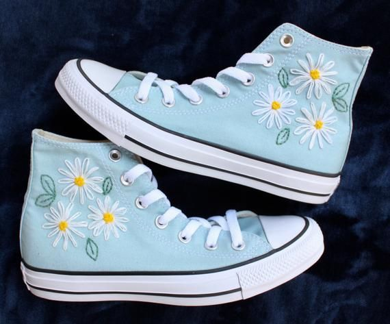 Daisy Embroidered Converse | Diy shoes