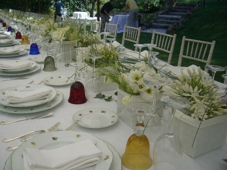 Fresh simple white and green centerpieces decor by tulipanibianchi