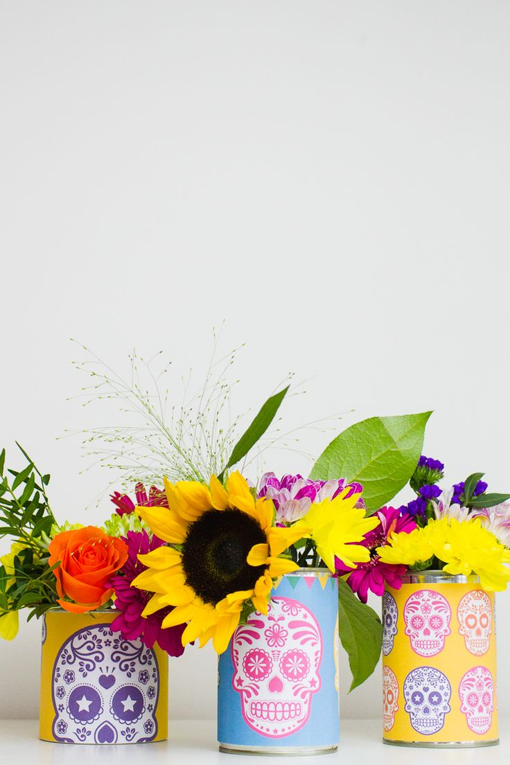Free printable Day of the Dead (Dia de los Muertos) can labels. These colorful Mexican prints would make great wedding decor for flower displays!