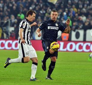 La Juventus pareggia in casa con l'Inter, ora la Roma è a -1 - See more at: http://www.rainews.it/dl/rainews/articoli/La-Juventus-pareggia-in-casa-con-l-Inter-la-Roma-vince-a-Udine-e-va-a-1-7db81999-c934-421e-be61-9fee2a3a26c8.html#sthash.O3qmh1py.dpuf
