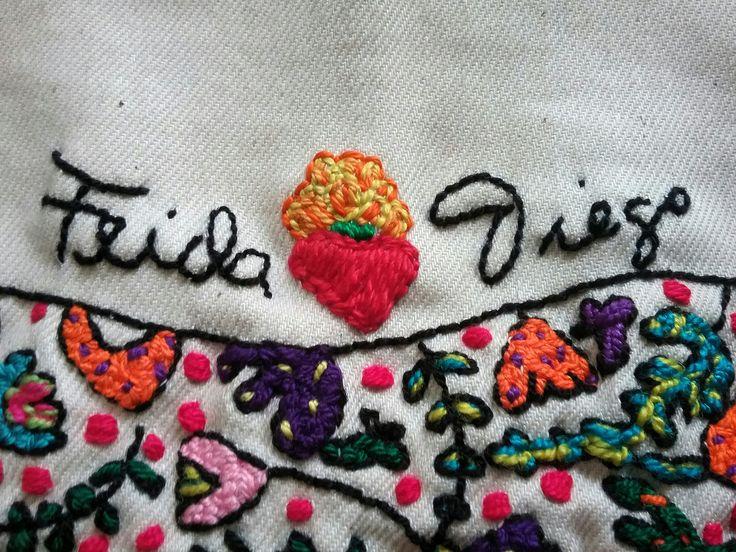 Detalle del cuadro bordado tributo al amor. Frida Kahlo y Diego Rivera