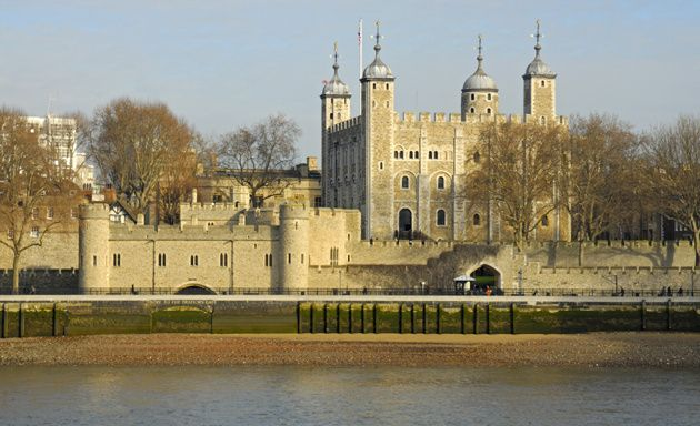 Torre de Londres: Horario de Marz-Oct de Mar-Sab de 9am-5:30pm, Dom-Lun de 10am-5:30pm, de Nov-Feb de Mar-Sab de 9am-4:30pm, Dom-Lun de 10am-4:30pm. Entrada aprox en 20,90E. Ubicado en Tower Hill PD: Venden audioguias
