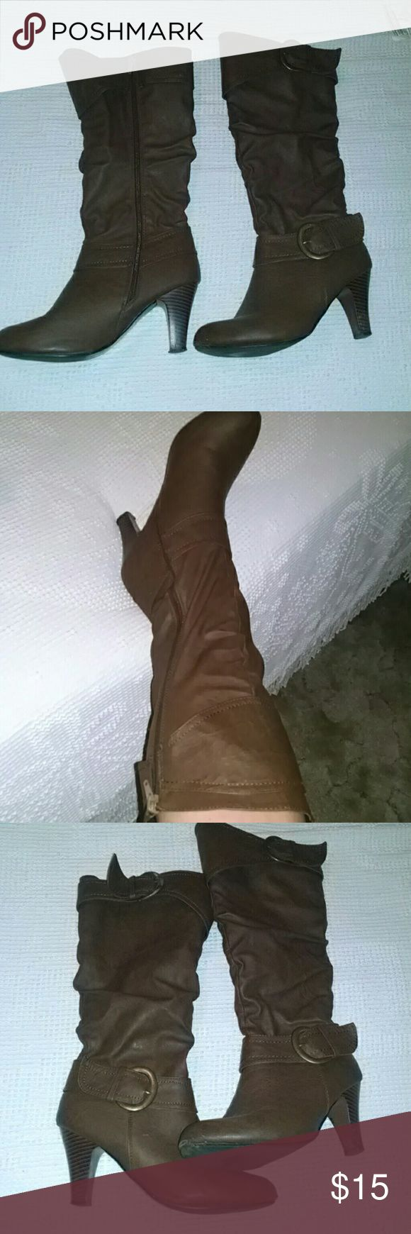 Classic brown heeled boots 😍😍 These are amazing!!! They fit wonderfully, the only reason I'm getting rid of these is because I have two pair!!! They are a size 8/9 Shoes