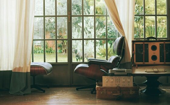 Eames Lounge Chair - Una delle migliori poltrone mai realizzate, un' icona  Eames Lounge Chair  One of the best armchair ever made , an icon Eames Lounge Chair -   sound Savant - Ghetto Blastah: http://youtu.be/aA_Mmg-VIhw