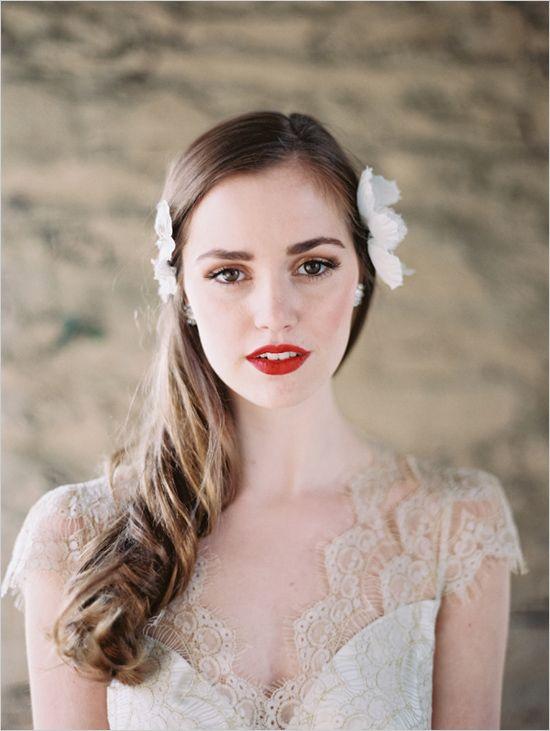 bridal style | red lips | via: the wedding chicks