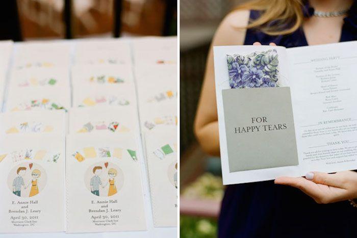 Lykklige tårer! En lomme i programmet for et vintage lommetørkle synes vi er en virkelig inspirert ide. #bryllupsinvitasjon
