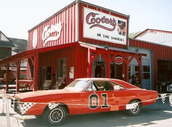 Cooter's Place: Dukes of Hazzard mini golf.