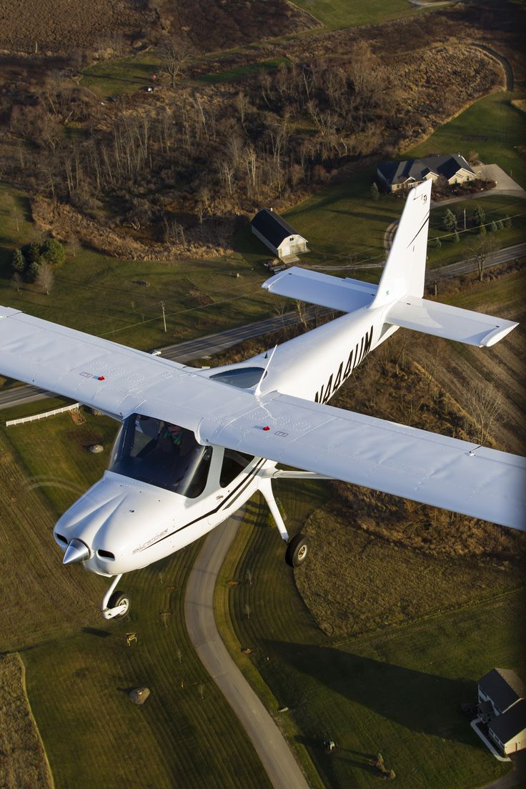 Cessna 162 Skycatcher owned by Michigan Flyers in Ann Arbor. Photo by Mike Fizer. #Cessna #aviation #lightsport