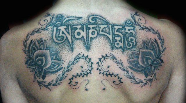 Tatuaje tibetano Pupa Tattoo Granada