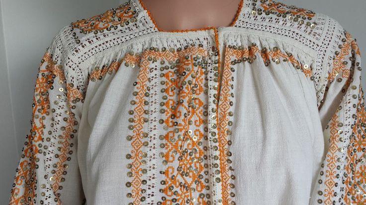 Vintage traditional Romanian blouse (IIE) -- Mehedinti Area via Costume Populare Muscelene on FB