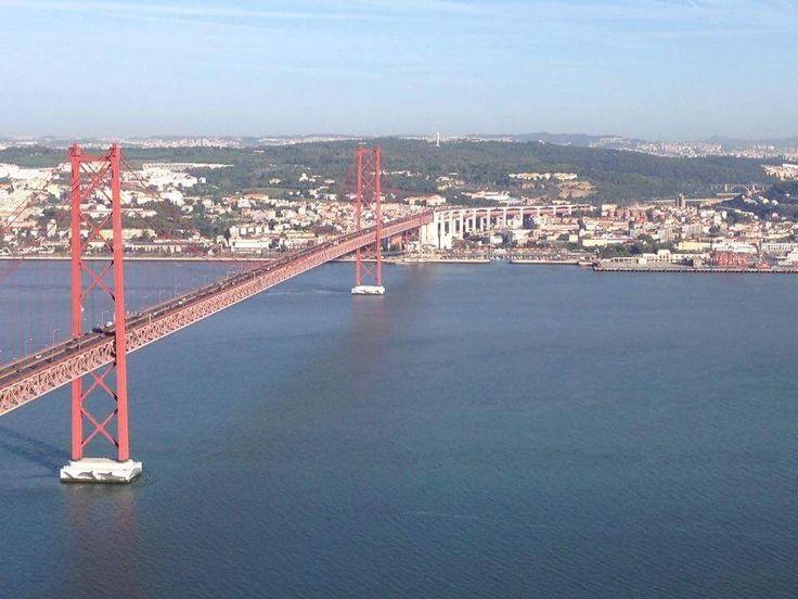 Április 25. híd a Tejó folyó fölött, Lisszabon, Portugália