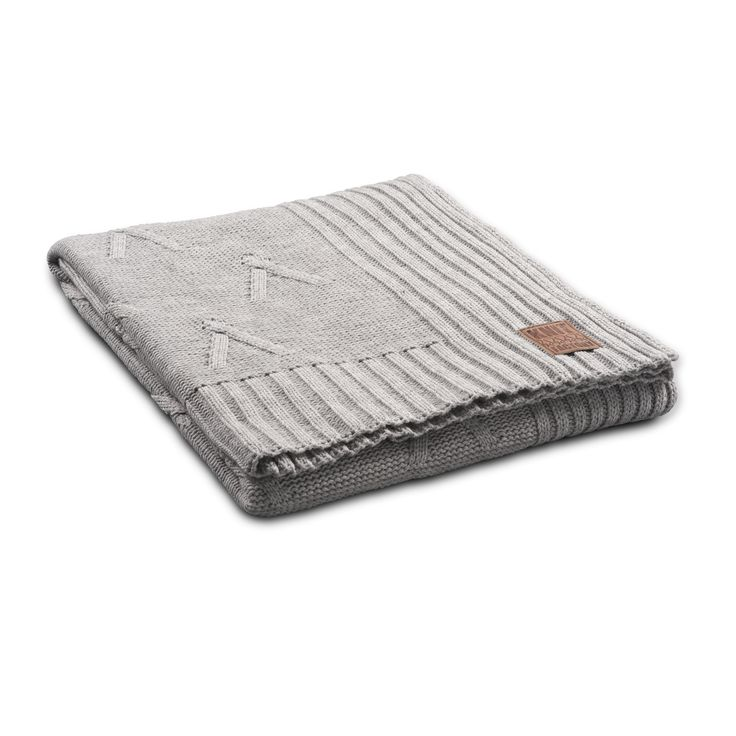 Plaid Aran light grey by Knit Factory www.knitfactory.nl