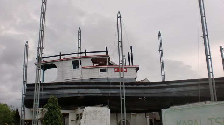 Boat up to the roof of home when tsunami at Aceh