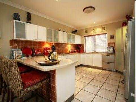 Galley kitchen designs with breakfast bar galley kitchen for Galley kitchen designs with breakfast bar