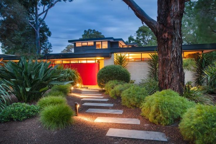 Beaumaris mid century modern australian landscape from for Front yard garden designs australia