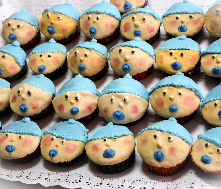 Way beyond cupcakes a vintage German Kuchen dough decorated with organic colors for a #babyshower. #Slowfood quality of Omi Gretchen la #pastelería #antigua #artesanal más pequeña del mundo en #LaUnion #Chile. Tell me what you eat and I tell you who you are!