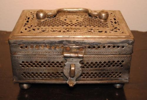 Antique jewelry box with place for lock and key for for Jewelry box with key