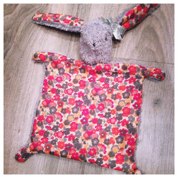 Doudou plat tête de lapin en tissu liberty et polaire à poils long gris : Jeux, peluches, doudous par les-etoiles-d-inea